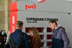 圣彼德堡,俄罗斯- 6月01 2017年 小配件的充电站在莫斯科火车站 库存图片