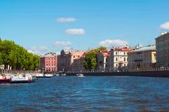 圣彼德堡,俄罗斯- 6月04 2017年 19世纪老庄园在Fontanka河堤防的 免版税库存图片