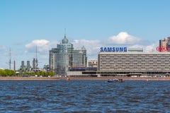 圣彼德堡,俄罗斯- 6月04 2017年 彼得和保罗堡垒和河内娃 免版税库存图片