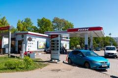 圣彼德堡,俄罗斯- 6月04 2017年 彼得斯堡Fuel Company的加油站 库存照片