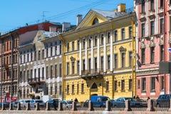 圣彼德堡,俄罗斯- 6月04 2017年 Fontanka河堤防的老有益的房子 列别杰夫和Lerche家 库存图片