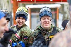 圣彼德堡,俄罗斯- 2016年2月21日:大每年迷彩漆弹运动情景比赛'在Snaker俱乐部的天M' 库存照片