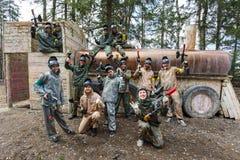 圣彼德堡,俄罗斯- 2016年4月10日:迷彩漆弹运动Bonch Bruevich大学的学生比赛在Snaker俱乐部的 免版税库存图片