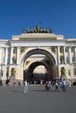 圣彼德堡,俄罗斯- 2016年6月03日:门亚历山大广场 免版税库存照片