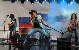 圣彼德堡,俄罗斯- 2013年8月11日:音乐会乐队盖子哈利戴维森 库存图片