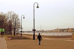 圣彼德堡,俄罗斯建筑学  内娃河堤防 图库摄影