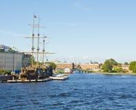 圣彼德堡,在河Neva的帆船 库存图片