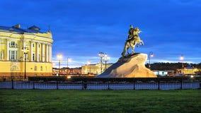 圣彼德堡,平衡都市风景 免版税图库摄影