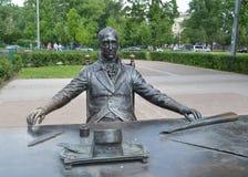圣彼德堡,法国建筑师吉恩托马斯de Tomon的雕刻的构成建筑师的片段 免版税库存图片