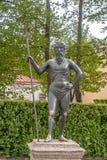 圣彼德堡, RUSSIA-JUNE 03日2017年 雕塑在Petrodvorets公园  免版税库存照片