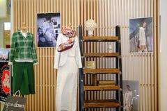 圣彼德堡 俄国 05 25 2018年 在时装模特的名牌服装 库存照片