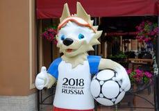 圣彼德堡 俄国 06 07 2018年 2018年世界杯的吉祥人在圣彼德堡街道上的  库存图片