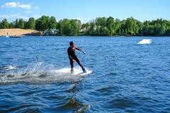 圣彼德堡 俄国 05 19 2018年 风帆冲浪的航行和水活动性 库存照片