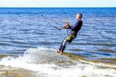 圣彼德堡 俄国 05 27 2018年 Kitesurfing 俄罗斯的冠军 库存照片
