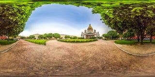 圣彼德堡- 2018年:圣徒以撒` s大教堂 空白的晚上 蓝天 3D有360视角的球状全景 准备为 免版税库存照片
