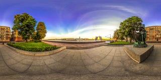 圣彼德堡- 2018年:宫殿桥梁的看法 空白的晚上 蓝天 3D有360视角的球状全景 准备好fo 库存照片