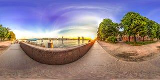 圣彼德堡- 2018年:宫殿桥梁的看法 空白的晚上 蓝天 3D有360视角的球状全景 准备好fo 图库摄影