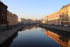 圣彼德堡晴朗的春天视图 免版税库存图片