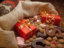 圣徒与礼品的尼古拉斯袋子 免版税库存图片