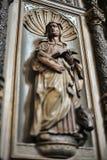 圣徒中世纪雕塑  免版税图库摄影