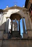 圣徒乌巴尼雕象在古比奥 库存照片