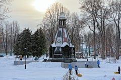 圣徒亚历山大・涅夫斯基王子教堂在Uglich市公园 免版税库存图片