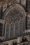 圣徒伊丽莎白大教堂在科希策,斯洛伐克 结构上详细资料大梁玻璃购物中心被反射的购物 免版税库存图片