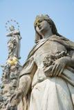 圣徒伊丽莎白石雕象  库存照片