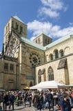 圣徒保罗斯大教堂和食物摊位, MÃ ¼ nster 库存图片