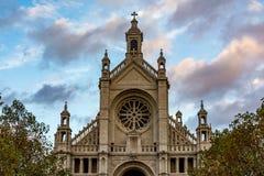 圣徒凯瑟琳在布鲁塞尔在一多云天,比利时教会  免版税图库摄影