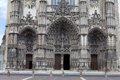 圣徒加蒂安哥特式大教堂游览的, 免版税库存照片