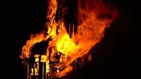 圣徒吉恩节日在法国村庄 马火焰状雕塑  股票视频