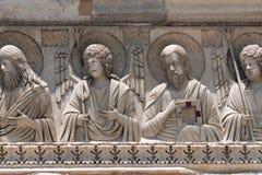圣徒和天使,洗礼池装饰,大教堂在比萨 免版税库存图片