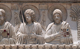 圣徒和天使,洗礼池装饰,大教堂在比萨 库存照片