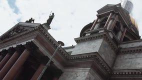 圣徒圣徒以撒` s正方形的以撒大教堂在圣彼得堡在晴天 股票录像