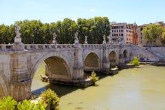 圣徒在台伯河河,罗马,意大利的天使桥梁 库存照片