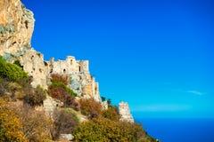 圣徒在峭壁的Hilarion城堡在地中海上 Ky 库存图片