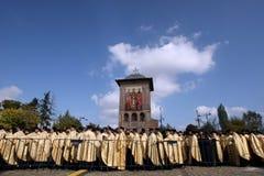 圣徒德米特里遗物的正统基督徒教士 免版税库存图片