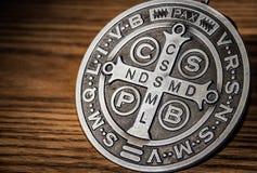 圣徒本尼迪克特medall标志 免版税库存照片