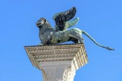 圣徒标记飞过的狮子专栏圣马克` s正方形威尼斯意大利 免版税图库摄影