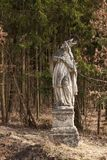 圣徒的巴洛克式的雕象在Trebic附近镇的森林里在捷克 免版税图库摄影
