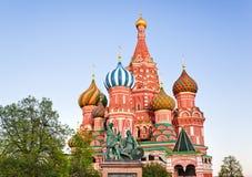 圣徒红场的,日落的莫斯科蓬蒿大教堂 库存图片
