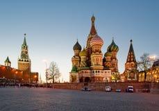 圣徒蓬蒿大教堂在晚上,红场,莫斯科 库存照片