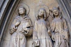 圣徒雕象, Minoriten kirche门户在维也纳 免版税图库摄影