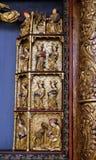 圣徒, 15世纪雕象,从圣洁念珠的女王/王后的教会在Remetine,克罗地亚 免版税库存照片