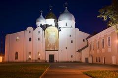 圣徒索菲娅大教堂在晚上在10月 假定招标veliky教会的novgorod 免版税图库摄影