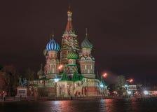 圣徒Baisil的大教堂在莫斯科在晚上 免版税库存照片