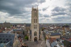 圣徒Bavo大教堂的西部门面是一个哥特式大教堂在跟特,比利时 库存照片