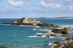 圣徒Malo海滩和海运 免版税图库摄影