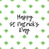 圣徒Patricks天与闪耀的绿色三叶草叶子和文本的贺卡 库存图片